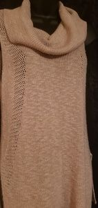 Sleeveless light sweater